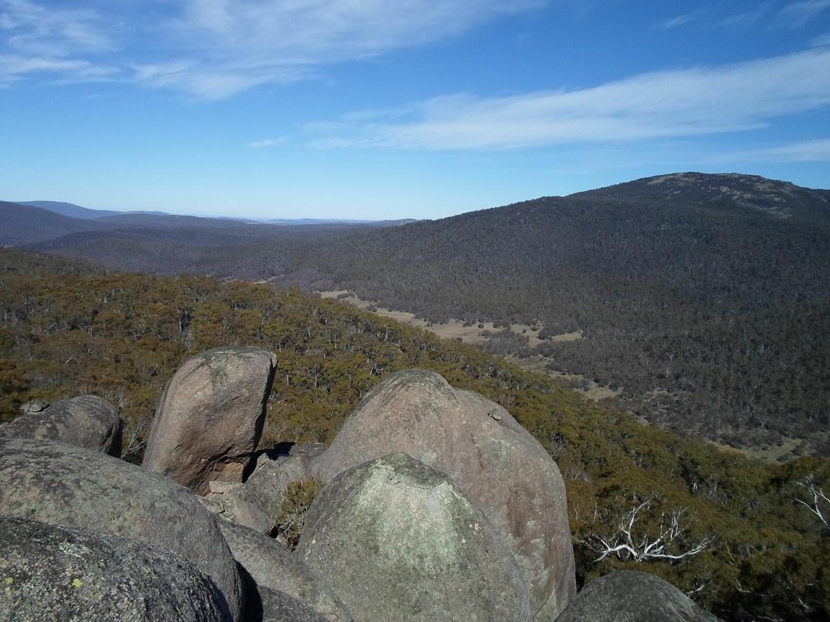 Rocks and ridge above Breakfast Creek