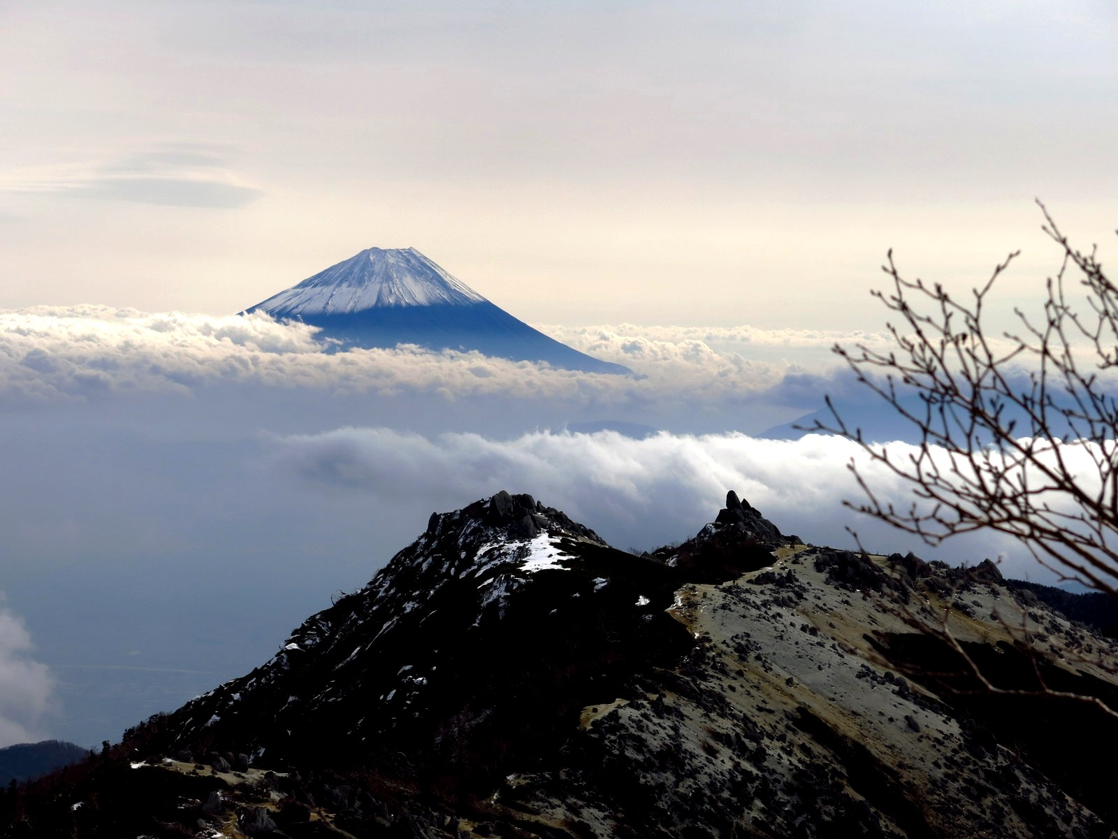 Houou san ridge, Japan's Southern Alps. Photo is by Julian Ross (with permission)
